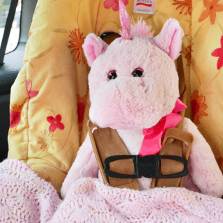 5 Ways To Keep Your Toddler Happy On Road Trips - Cozy Toddler Toys and Blankets for Travel