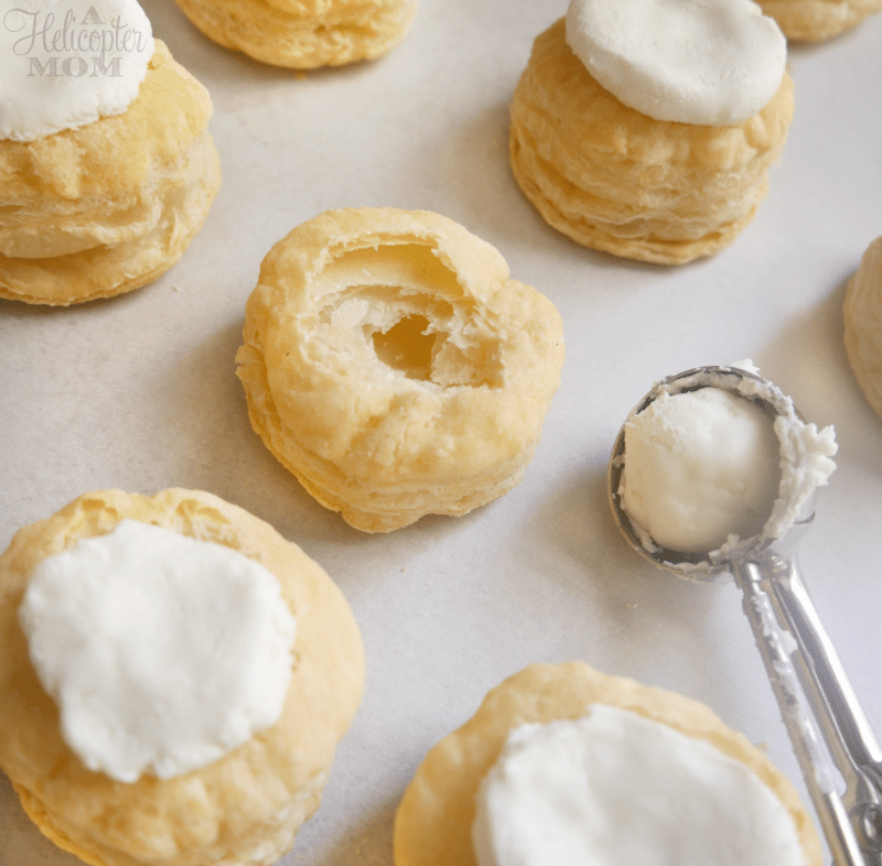 Easy Recipe - Puff Pastry Bites with Goat Cheese and Strawberry Jalapeno Topping