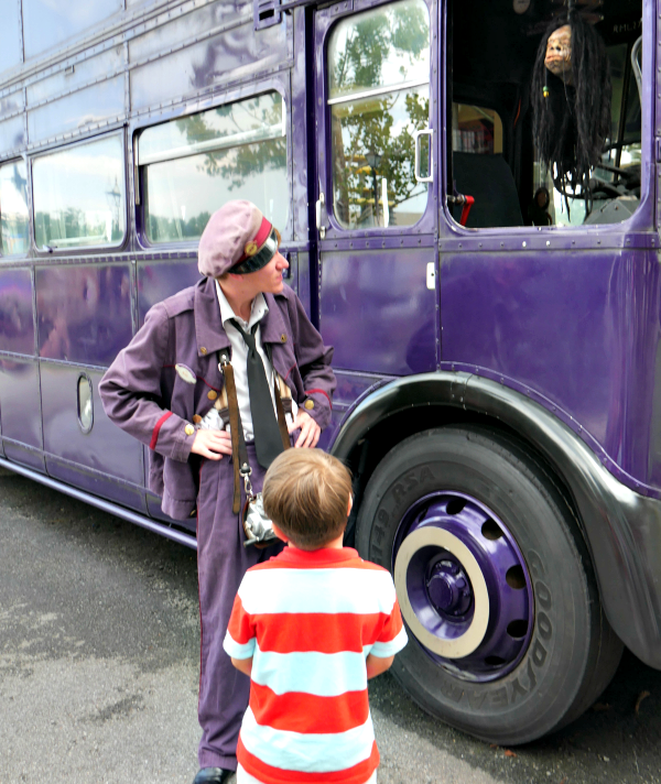 Shrunken Head Chat on the Knight Bus at Diagon Alley