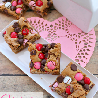 Valentine Blondie Bars #Recipe #Desserts