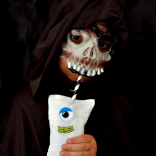 Fun and Easy Halloween Treats – Monster Mummy Drinks